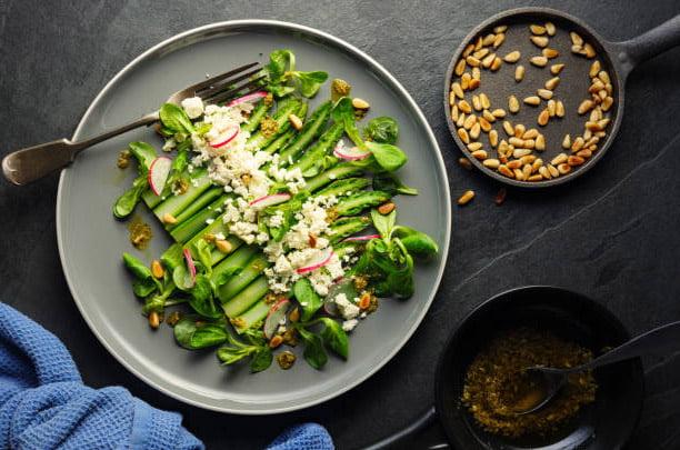 Salade fine d'asperges du Québec à la fleur d'ail