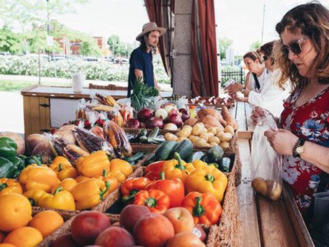 Étal de légumes - Marché de la gare de Sherbrooke